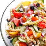 śródziemnomorska sałatka z makaronem