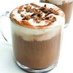 lekka gorąca czekolada ze śmietanką kokosową