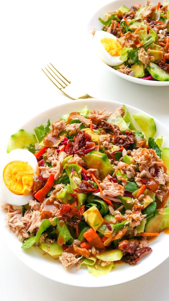 Sałatka z tuńczykiem i suszonymi pomidorami 1