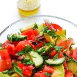 wiosenna sałatka z pomidorem i awokado