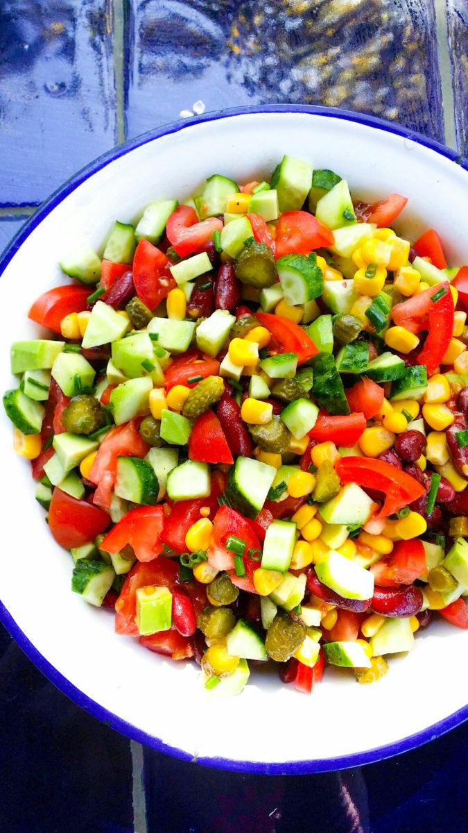 sałatka na grilla z fasolą kukurydzą i pomidorami