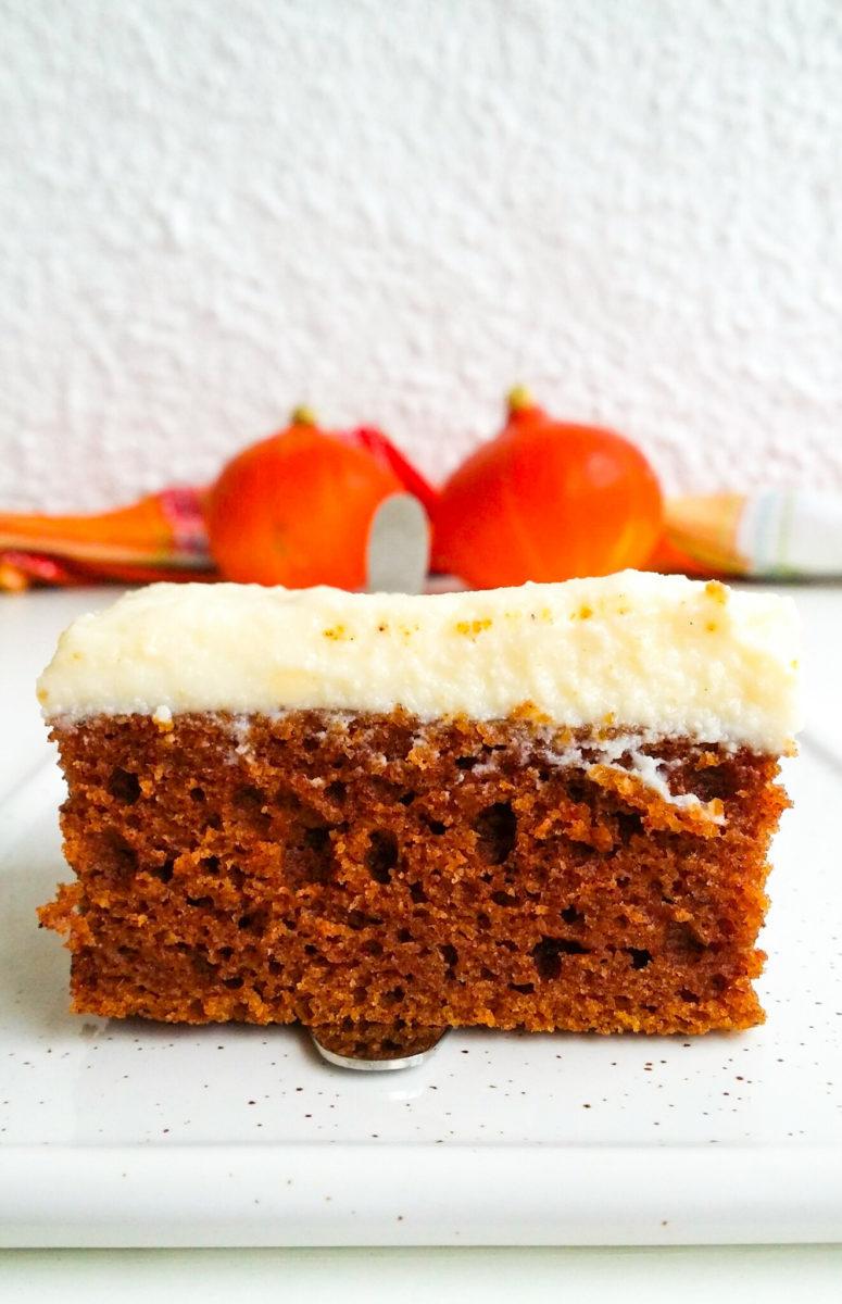 Puszyste ciasto dyniowe z polewą