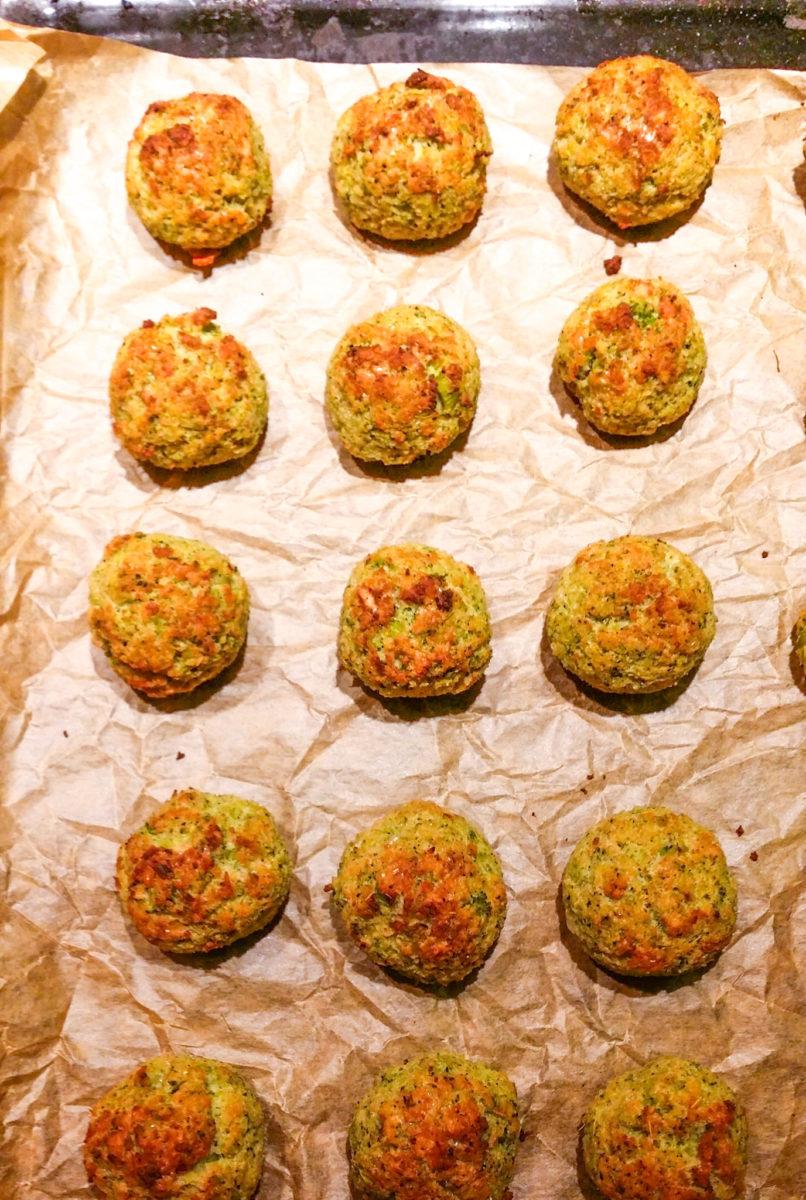 łatwe klopsiki z kurczaka z brokułami