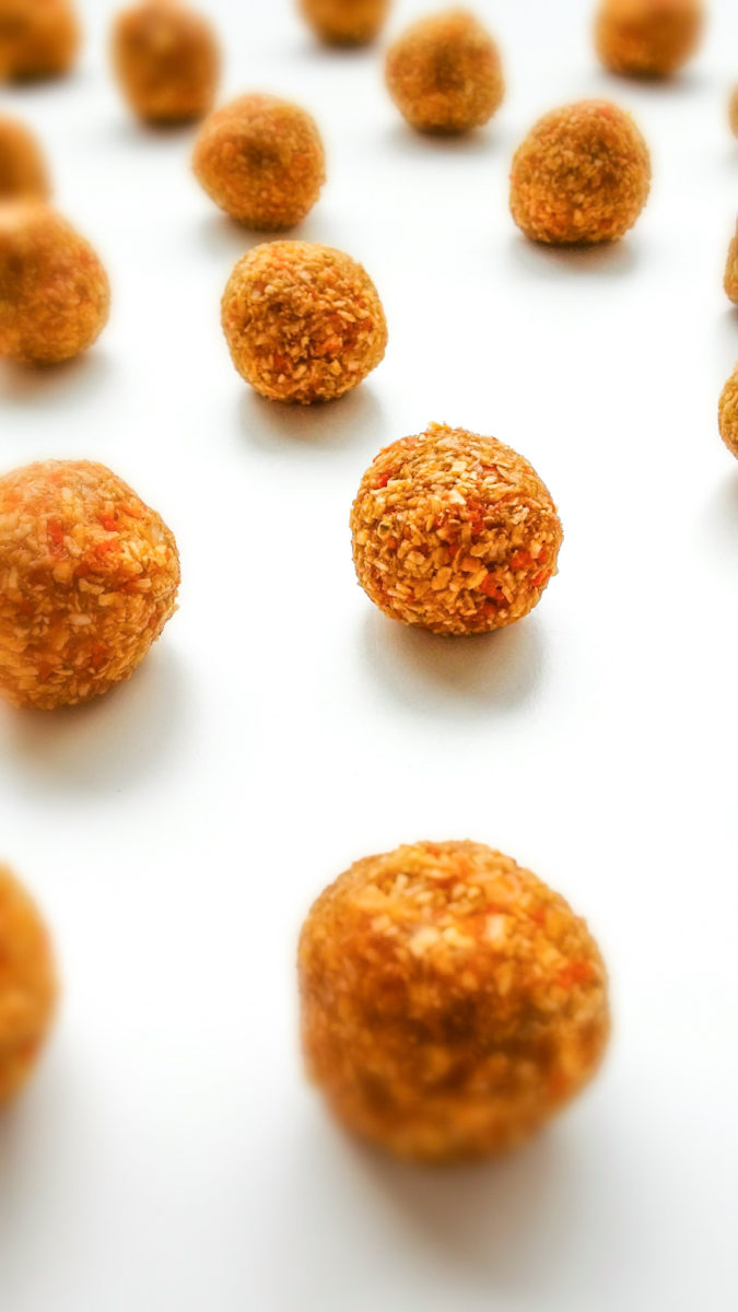 wegańskie kulki marchewkowe