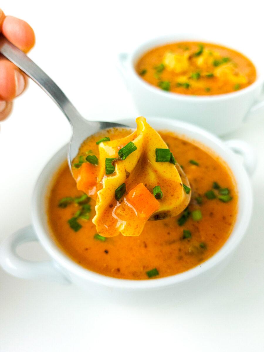 kremowa zupa z tortellini